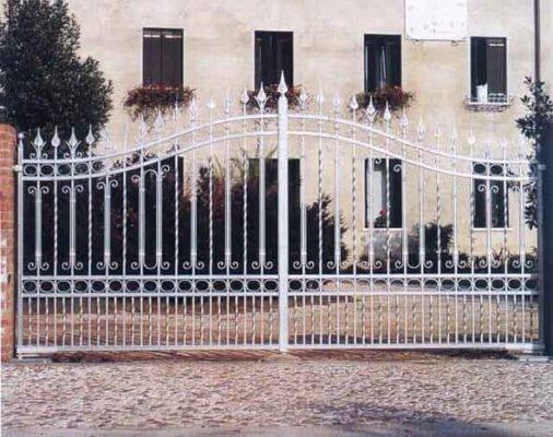 Cum sa-ti construiesti mai economic un gard din fier forjat